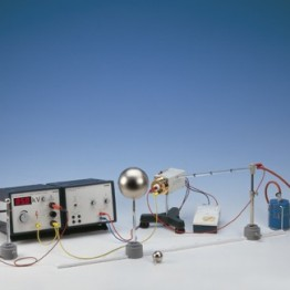 Kompl.zest.eksp. Potencjał i pole elektryczne kuli metalowej