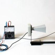 Kompletny zestaw eksperymentalny: Zachowanie energii przy odbiciu i transmisji mikrofal