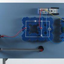 Kompletny zestaw eksperymentalny: Przechowywanie energii elektrycznej pochodzącej z energii wiatrowej za pomocą akumulatora