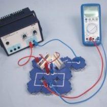 Kompletny zestaw eksperymentalny: Natężenie prądu i napięcie w połączeniu równoległym ogniw słonecznych